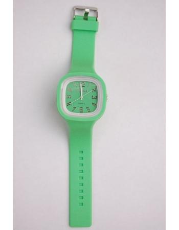 Наручные часы с силиконовым ремешком. Зеленый цвет